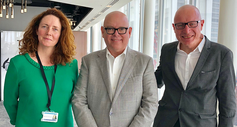 News Corp global CEO Robert Thomson and News UK CEO Rebekah Brooks unexpectedly dropped by the start of the INMA Media Subscriptions Study Tour at The Times in London.