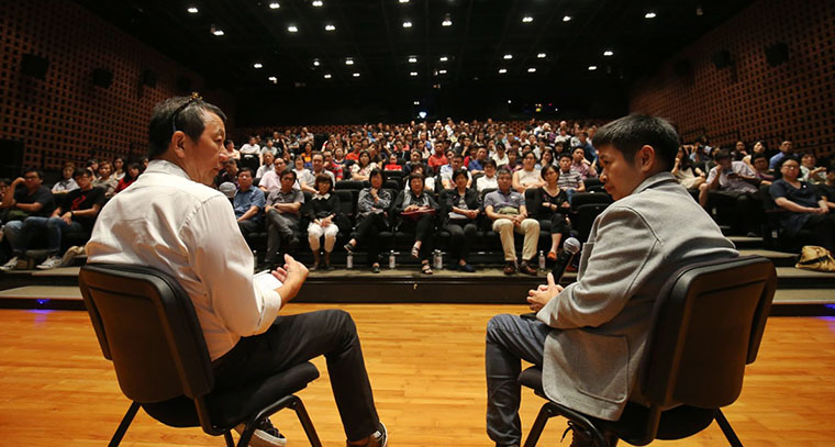 Director Wayne Peng and Associate Editor Han Yong May (right) answer questions from the audience at a sharing session.