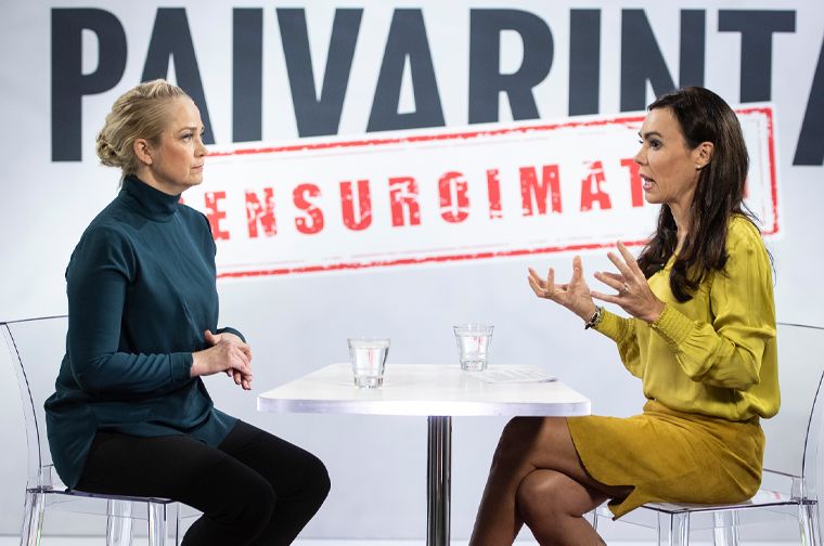 Susanne Päivärinta (right) interviews celebrity doctor and TV personality Pippa Laukka.