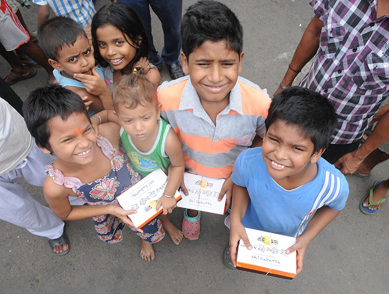 Children of Kolkata received food, vaccines, and other assistance during Ei Samay's Durga Puja campaign.