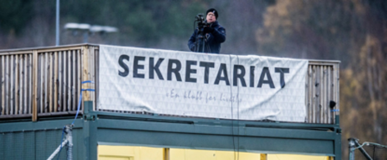Erik Hagen films the match between Fredrikstad Football Club (FFK) and KFUM in November 2018. FFK loses 3-0 and does not win promotion to the next league. Commentators from Fredriksstad Blad are crestfallen, but www.fb.no sets a viewership record on the stream. (Photo: Geir A. Carlsson, Fredriksstad Blad)
