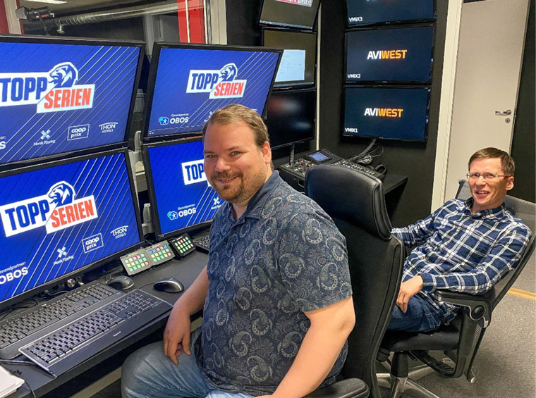The graphics control room in Lakselv with Marius Aronsen and Roy-Arthur Myrheim. One person handles two matches at a time. Photo: Stian Eliassen