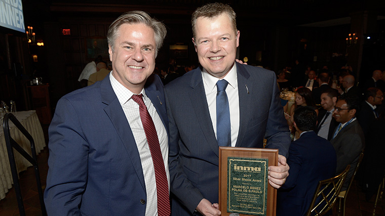 Marcelo Benez, chief commercial officer of Brazil's Folha de S. Paulo, wins the INMA Silver Shovel Award Tuesday night.